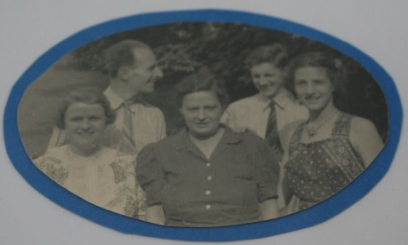 The Wood family in 1938. Phil Senior and Phil Junior are in back; cousin Kitsy, mother Margretta and sister Gretchen are in the front.